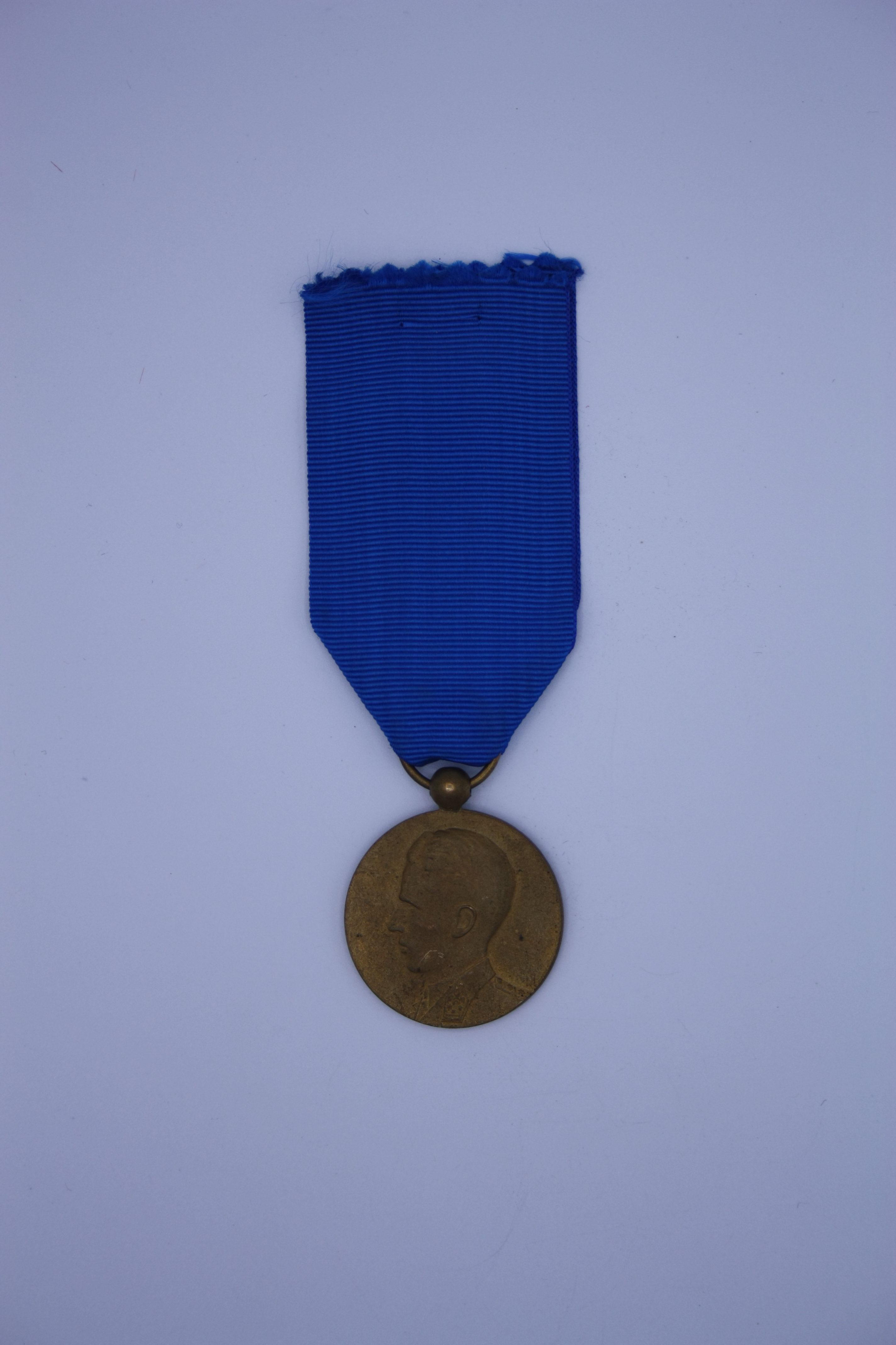 Décoration Belgique - Congo - Médaille de Mérite pour Indigène - Baudouin OR