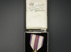 Croix commémorative de la Maison du Roi Albert 1934 + Boite
